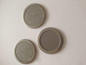 Eingefasste Siebronden aus Metallfaservlies